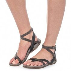 Chaco Juniper Sandals - Leather (For Women)  $59.99 #womensfashioneverydaychic Sandals Outfit, Sport Sandals, Slide Sandals, Women Sandals, Lacoste Shoes Women, Desert Fashion, Comfortable Sandals, Ankle Straps