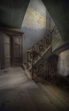 Abandoned mansion ws This amazing abandoned mansion was set in large grounds and high walls all around ,Painted ceilings and double sweeping entrance staircase was most grand and added real charm to the exterior - Andre Govia