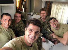 Turkish Men, Turkish Beauty, Turkish Actors, Online Tv Channels, Beautiful Men Faces, Autumn Nature, Life Is Strange, Peaky Blinders, Best Series