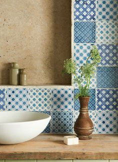 A mix of Villette, Merles, Behen, Bourron and Ormeaux all on Papyrus (Photo: Winchester Tile Co)