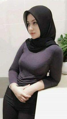 Fajar Rudin's 644 media content and analytics Casual Hijab Outfit, Hijab Chic, Beautiful Muslim Women, Beautiful Hijab, Muslim Women Fashion, Womens Fashion, Moslem, Hijab Jeans, Transgender Model