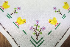 Large exellently done vintage handmade cross-stitch embroidery on bone white linen table-cloth with pink and blue clover/ forgetmenot flower motive. Cross Stitch Bird, Cross Stitch Embroidery, Hand Embroidery, Embroidery On Clothes, Linen Tablecloth, Craft Projects, Flowers, Handmade, Fabric