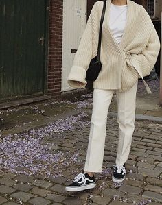 Cute oversized cream cardigan over all white., - Cute oversized cream cardigan over all white., Source by - Looks Street Style, Looks Style, My Style, Mode Outfits, Fashion Outfits, Womens Fashion, Tomboy Fashion, Fashion Tips, Fashion Beauty