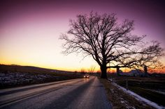 Holding the curve by Thuyhn, via Flickr #violet #sky #snow