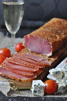 Schab suszony wieprzowy Meat Sandwich, Polish Recipes, Polish Food, Meat And Cheese, Kielbasa, Smoking Meat, Food 52, Food Photo, Carne