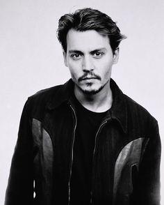 Most Handsome Actors, Hot Actors, Actors & Actresses, Pretty Men, Beautiful Men, Barba Van Dyke, Johnny Depp Hairstyle, John Depp, Keanu Reaves