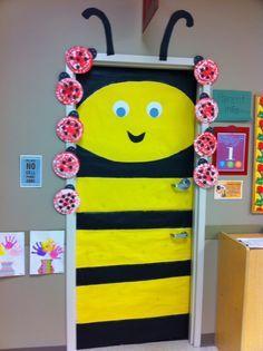 bee themed door decoration  |   funnycrafts