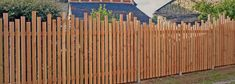 creation of jardi bois on Rue des Pros Maxent) Fence Landscaping, Backyard Fences, Garden Fencing, Wood Picket Fence, Surf House, Fence Design, Garden Inspiration, Exterior Design, Landscape Design