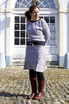 The Julia dress for women free tutorial free new pattern piece! Dress Sewing Patterns, Sewing Patterns Free, Free Sewing, Dress Skirt, Lace Skirt, Free News, Summer Dresses, Formal Dresses, Dress Making