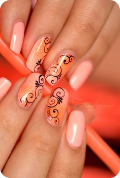 Nail art spirales fluo