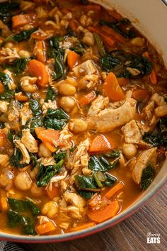 Chicken Chickpea Spinach Soup (from www.slimmingeats.com) -a healthy hearty and delicious soup that is both high in protein and fibre and a perfect meal for any day of the week.#soup #glutenfree #chickpeas #garbanzo #chicken #spinach #slimmingworld #weightwatchers Pureed Food Recipes, Lunch Recipes, Easy Dinner Recipes, Cooking Recipes, Healthy Recipes, Chili Recipes, Free Recipes, Easy Recipes, Chickpeas Spinach Recipe