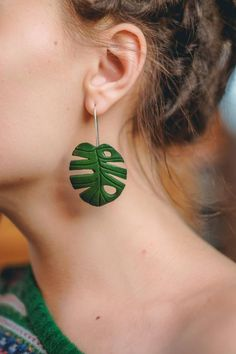 Monstera Leaf Earrings - Green Clay Sculpted Long Dangle Drop Tropical Leaf Hypoallergenic Earrings for Women Artisan Jewelry - Check out Green Monsterra leaf earrings on eteniren - Diy Clay Earrings, Earrings Handmade, Women's Earrings, Handmade Jewelry, Diamond Earrings, Cross Earrings, Emerald Diamond, Flower Earrings, Black Diamond