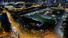 As people continued to arrive at the Padang through the day to endure waits of up to 10 hours for their turn to pay their last respects to founding Prime Minister Lee Kuan Yew in person, the crowds swelled beyond control last night.