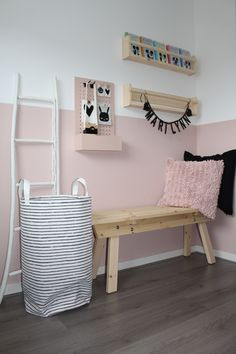 Meisjeskamer, Scandinavisch, roze - Slaapkamer ideeën Meisjeskamer Scandinavisch roze Rosa it . Baby Bedroom, Baby Room Decor, Girls Bedroom, Bedroom Decor, Room Interior, Interior Design Living Room, Little Girl Rooms, Home And Deco, Room Colors