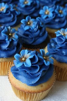 Vanilla cupcakes w/ blue flower frosting.  Too pretty to eat!