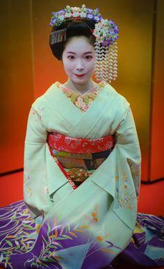 maiko 舞妓 Gion Kobu 祇園甲部 Kohana 小花 KYOTO JAPAN