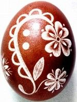 The Scratch-carved eggs, dyed with onion skin, were decorated by Emese Kerkay Fotó: Kerkay László Polish Easter, Easter Paintings, Carved Eggs, Old Letters, Quilting Frames, Egg Art, Egg Decorating, Easter Eggs, Carving