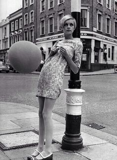 The iconic Twiggy! Now that's vintage! Sixties Fashion, Mod Fashion, Fashion Models, Vintage Fashion, Fashion News, Gothic Fashion, Twiggy Model, Twiggy Style, Patti Hansen