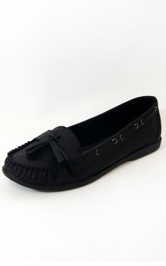 Black Leatherette Tassel Loafers Flats    Price: £8.00 http://www.riskyfashions.com/p/Black-Leatherette-Tassel-Loafers-Flats-_897.html