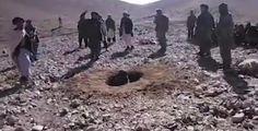 La Caja de Pandora: Talibanes lapidaron a una joven afgana por tener r...