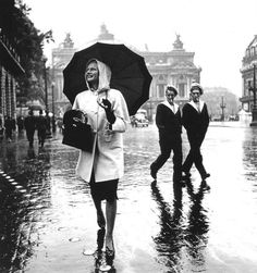 vintage everyday: 20 Impressive Vintage Pictures of Paris Streets under the Rain in the 1930s