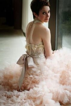 I dream of dresses like these....and often wish I had somewhere to wear them. So pretty!!