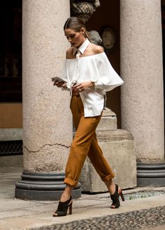 Spotted during MFW, style queen Olivia Palermo. Rate this ou. Fashion Mode, Fashion Week, Look Fashion, Fashion Outfits, Womens Fashion, Fashion Trends, Estilo Olivia Palermo, Olivia Palermo Style, Looks Chic