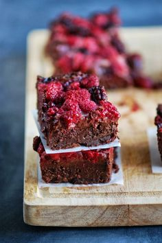 Brownie and red fruits / Brownie chapeauté aux fruits rouges