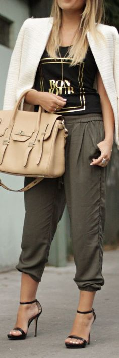 Super How To Wear Joggers Outfits Chic Harem Pants 35 Ideas Jogging, Jogger Pants Outfit, Harem Pants, Street Chic, Street Style, How To Wear Joggers, Khaki Joggers, Look Chic, Autumn Winter Fashion
