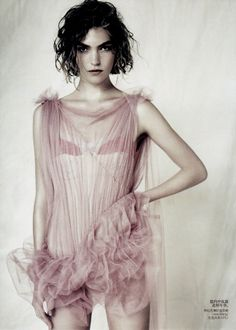 Arizona Muse by Paolo Roversi for Vogue China (April 2011).
