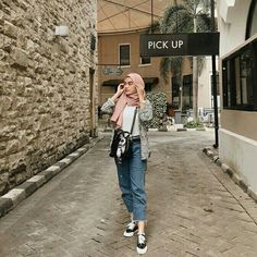 Dress hijab casual new Ideas How To Wear Cardigan, How To Wear Hijab, How To Wear Leggings, Modest Dresses, Trendy Dresses, Casual Dresses, Casual Outfits, Fashion Outfits, Modest Clothing