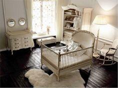 chambre de bébé avec un plancher de luxe brun et chaise balançoire