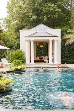 Chic Southern Abode- Charleston home tour today! This beautiful place belongs to Sarah-Hamlin Hastings, the talented. Outdoor Areas, Outdoor Rooms, Outdoor Living, Outdoor Structures, Pool Bad, Eye Candy, Pool Cabana, Charleston Homes, Backyard Paradise