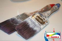 Após a pintura sempre lave bem os pincéis! Primeiro coloque de molho no solvente ou água e depois deixe secar ao ar livre.