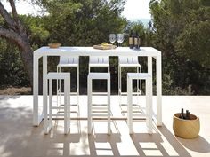 Flat collection for outdoor furniture and design.Flat chaise longe, Flat sofas, Flat chairs and Flat tables. Outdoor Bar Table, Outdoor Stools, Table Bar, Bar Height Table, Outdoor Decor, Dinning Table, Lounge Design, Bar Lounge, Modern Outdoor Furniture