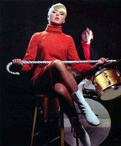 Picture of Joey Heatherton Golden Age Of Hollywood, Vintage Hollywood, Joey Heatherton, Mod Fashion, Sophia Loren, Female Singers, Studio Portraits, Sexy Legs, Movie Stars