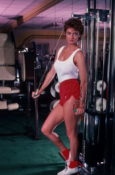 Susan Sarandon working out, early gym Classic Actresses, Beautiful Actresses, Actors & Actresses, Susan Surandon, Get In Shape, Redheads, Persona, Breast, Sporty