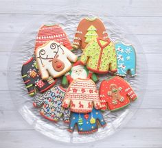 fun christmas cookies Weihnachtspltzchen Ugly Sweater Cookies - Christmas Cookies That Are Almost Too Pretty To Eat - Photos Fancy Cookies, Iced Cookies, Cute Cookies, Cupcake Cookies, Cupcakes, Christmas Sugar Cookies, Christmas Sweets, Christmas Time, Christmas Outfits