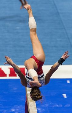 Cheerleading Pictures, Gymnastics Photography, Gymnastics Pictures, Sport Gymnastics, Artistic Gymnastics, Carrie Underwood Pictures, Figure Drawing Models, Cheer Poses, Dance Workout Videos