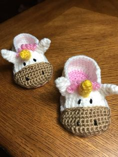 Hand crocheted, these baby booties are super cute. With their beautifully crafted golden horns, pink mane and friendly little faces, they're just irresistible. These crochet Unicorn booties make a lovely new baby gift. Crochet Baby Socks, Crochet Baby Booties, Crochet Slippers, Crochet For Kids, Baby Knitting, Crochet Crafts, Crochet Yarn, Crochet Projects, Crochet Headband Pattern