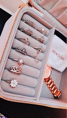 Pandora Jewelry OFF! - >>Pandora Jewelry OFF! Cute Jewelry, Jewelry Box, Jewelry Rings, Jewelry Accessories, Fashion Accessories, Fashion Jewelry, Women Jewelry, Jewlery, Gold Jewelry