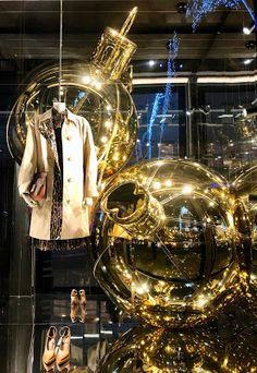 RetailStoreWindows: Burberry, London Retail Windows, Store Windows, Visual Merchandising, 10 Corso Como, C Wonder, Fortnum And Mason, Damien Hirst, Exhibition, John Varvatos