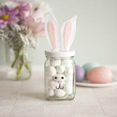 Einweckgläsern mit Süßigkeiten befüllen - Ostergeschenk