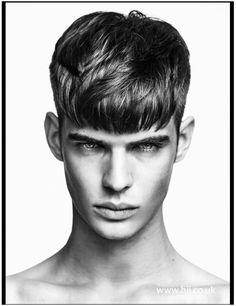Medium length hair styles are the trend these days when it comes to men's looks. These styles are simple to create and give men suave and well groomed looks with a bit of flair. Young Mens Hairstyles, Mens Medium Length Hairstyles, Haircuts For Men, Men's Hairstyles, Fringe Haircut, Fringe Hairstyles, Hair And Beard Styles, Curly Hair Styles, Mens Hairdresser