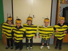 Les petites nouvelles de la classe maternelle ...: Le carnaval de Oiry Mario Halloween Costumes, Diy Costumes, Robot Fancy Dress, Bee Activities, Carnival Crafts, Costume Carnaval, Spider Crafts, Flower Costume, Bee Creative