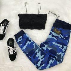 A imagem pode conter: sapatos - outfit ideas - Girls Fashion Clothes, Teen Fashion Outfits, Retro Outfits, Sporty Outfits, Stylish Outfits, Cute Lazy Outfits, Cute Swag Outfits, Teenage Outfits, Outfits For Teens