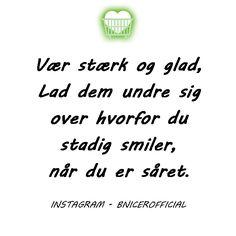 Vær stærk og glad, lad dem undre sig over, hvorfor du stadig smiler, når du er såret.