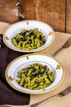 Fusilli fejessaláta-pesztóval   Street Kitchen Fusilli, Risotto, Keto, Ethnic Recipes, Kitchen, Street, Food, Cooking, Eten