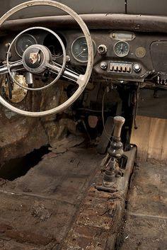 rusty car interior missing a few things  | www.drive.co.uk/porsche