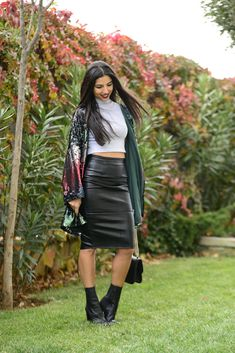 www.streetstylecity.blogspot.com Fashion inspired by the people in the street ootd look outfit sexy legs heels girl leather skirt Payet - duygu genc senyurek